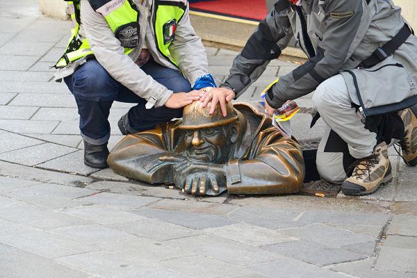 statua Cumil il guardone Bratislava