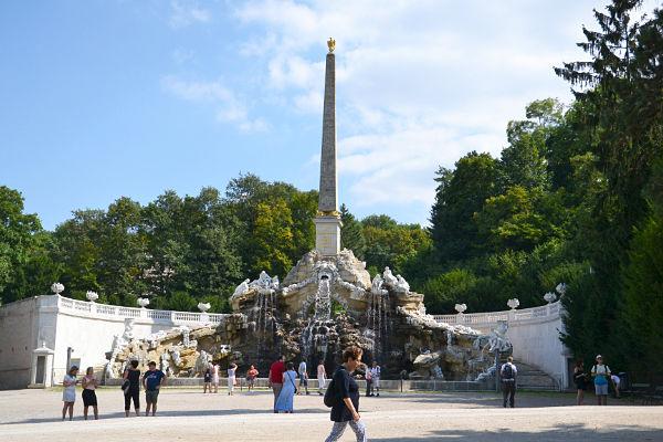 Fontana dell'obelisco giardino Castello di Schönbrunn Vienna