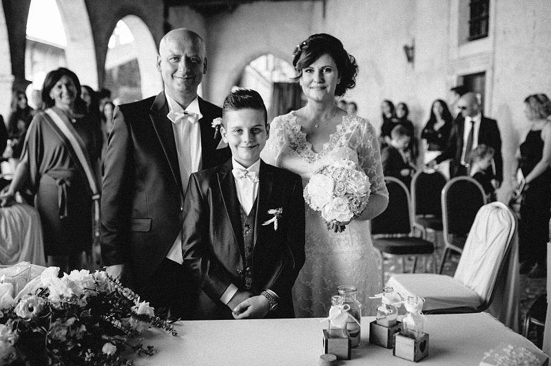 matrimonio sposi over con figlio