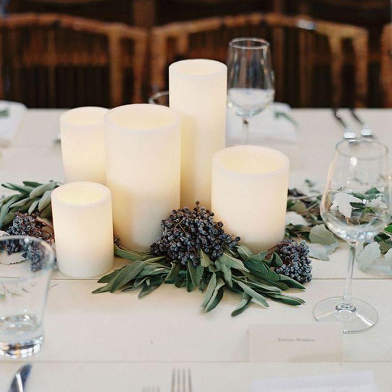 centrotavola matrimonio economico con candele e lavanda