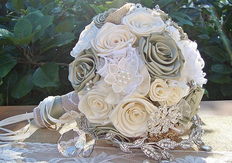 bouquet con fiori di raso
