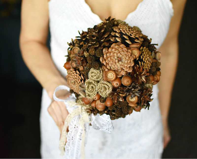 bouquet sposa alternativi con le pigne