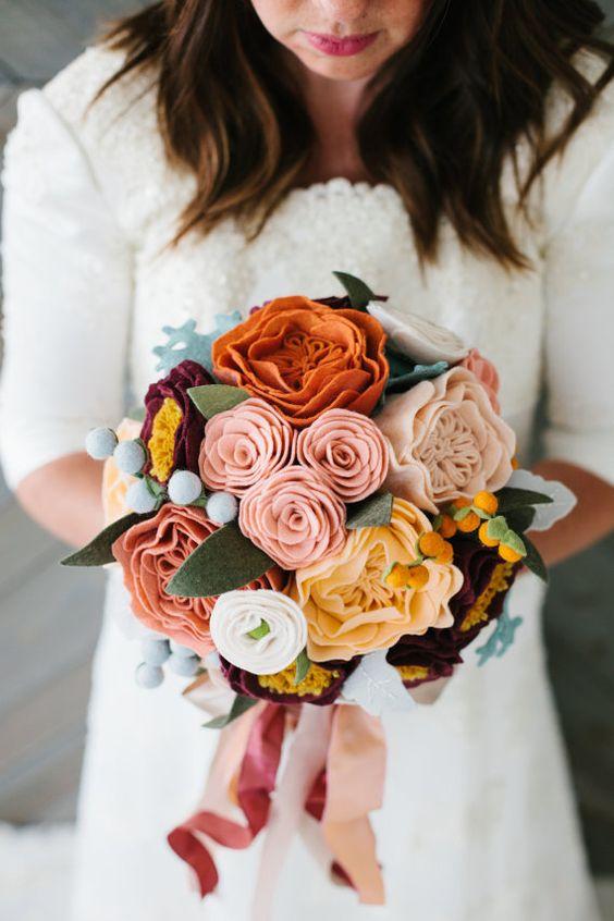 bouquet con fiori in feltro di lana