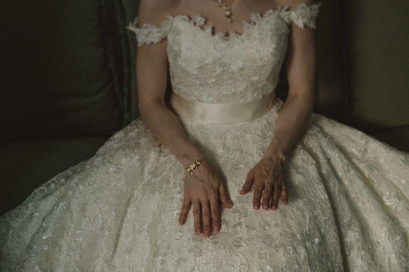 abito da sposa modello di House of Mooskhi