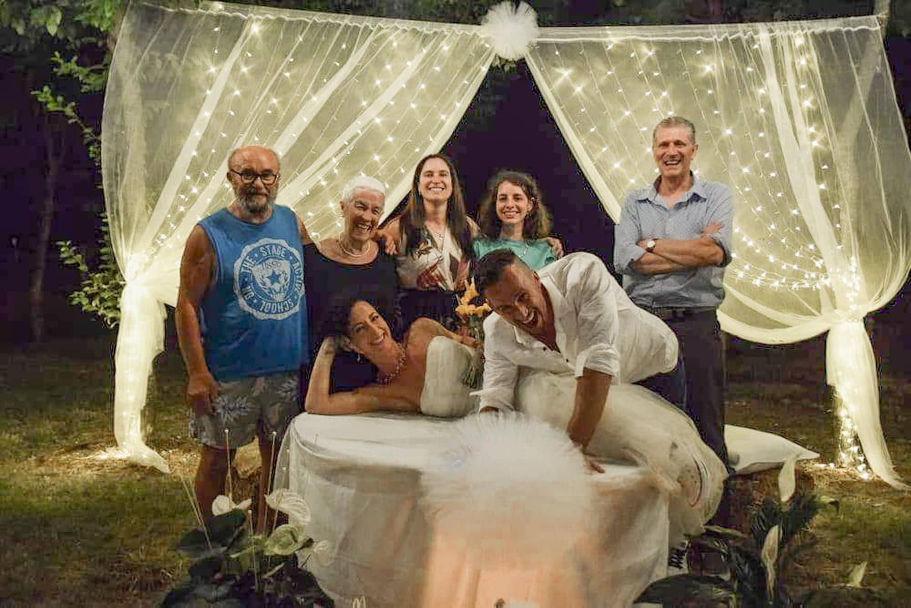 tavolo sposi matrimonio semplice in giardino