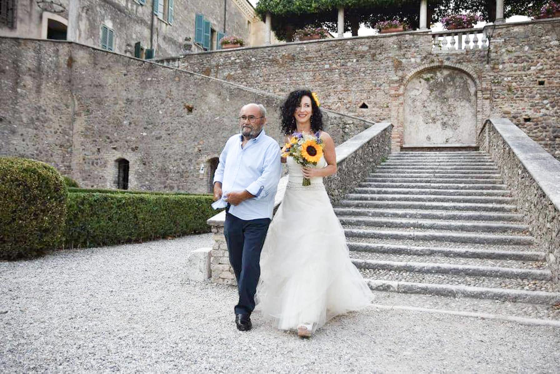 Cerimonia civile matrimonio semplice in giardino