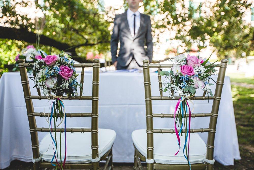 Matrimonio civile bohemien fucsia e blu